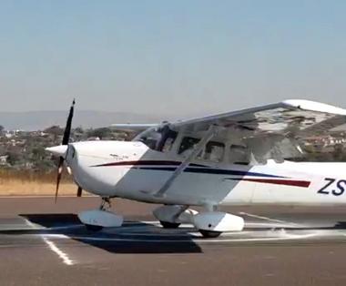 ZS-KNI landing on THE SPOT