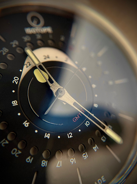 An Original take on the most useful complication- The Isotope GMT 0º