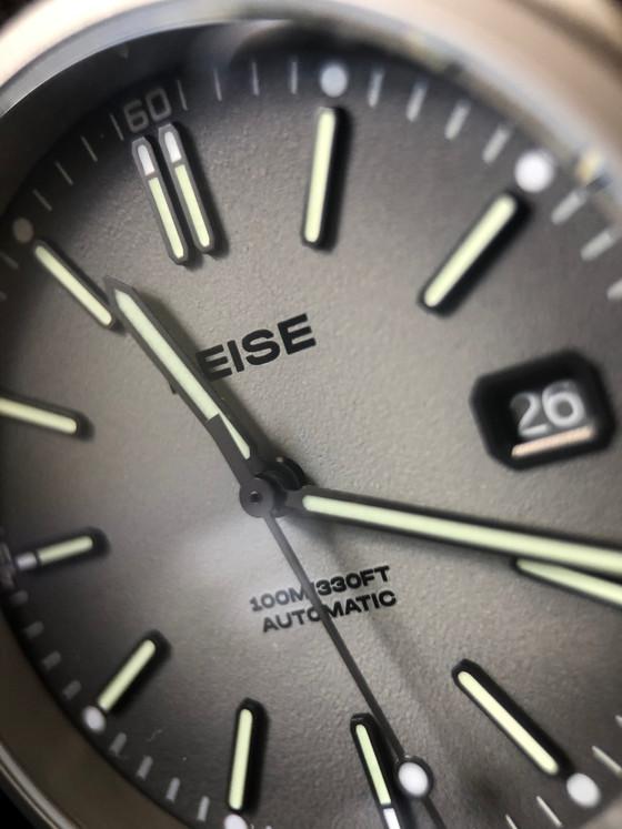 Why titanium makes sense? Reise  field watch