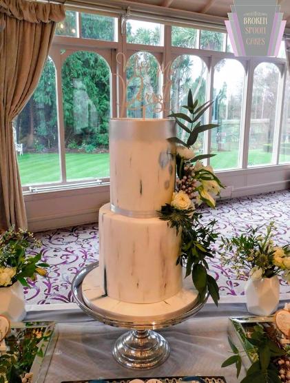 White Marble Beauty Wedding Cake