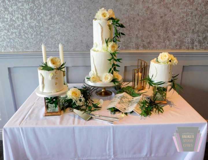 Romance & Gold Wedding Cake