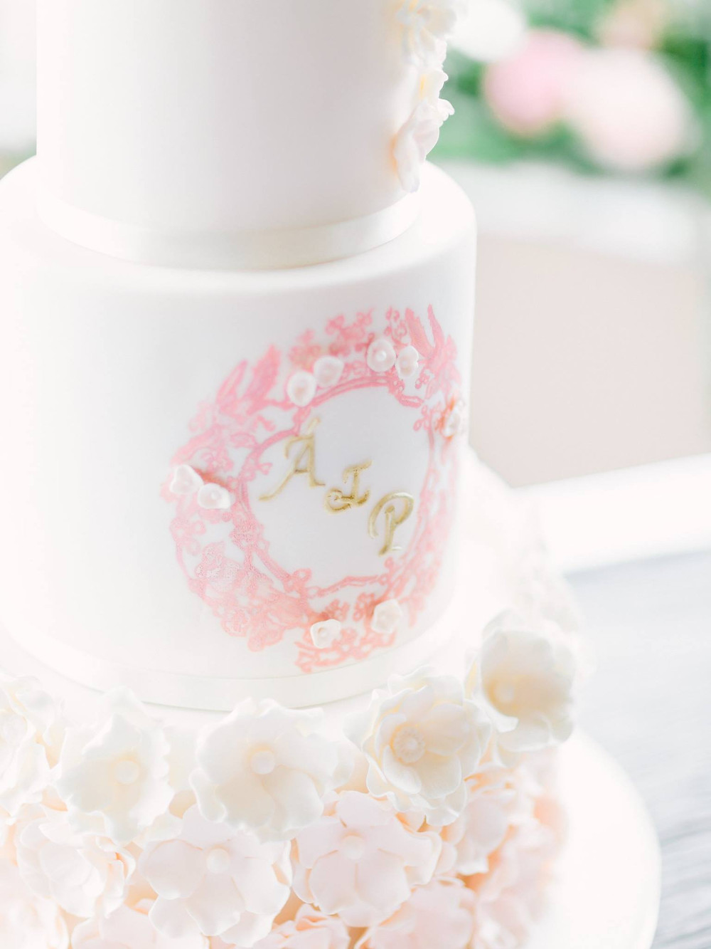 Broken Spoon Cakes | Blossom & Pearl Wedding Cake | Image by Into The Light Fine Art Photography