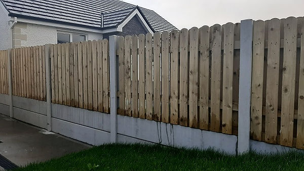 h-post-concrete-timber-fence.jpg