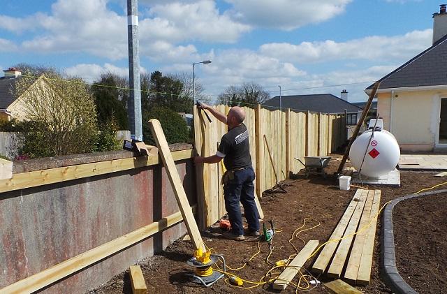 Timber fencing, fencing contractors