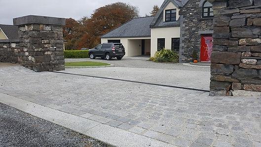 Granite-setts-driveway.