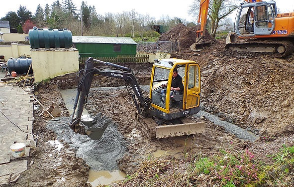 digger-digging-foundations-groundwork