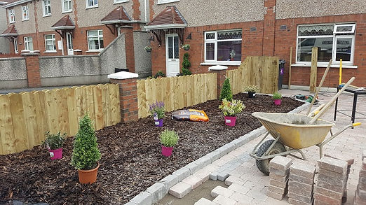 timber round top picket fence-flannery and sons fencing contractors