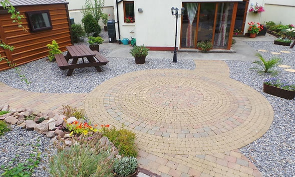Large circular patio, Paving bric