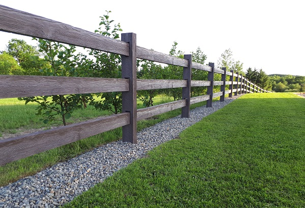 timber-effect- concrete-fence