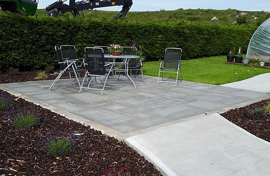 Grey-sandstone-patio-stone-paving