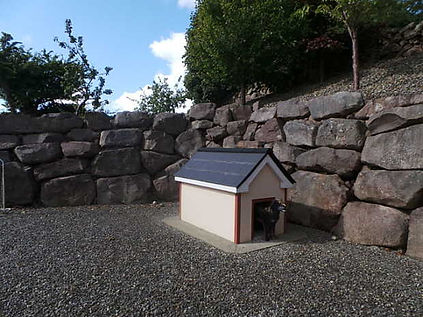 Rock wall, Dog house