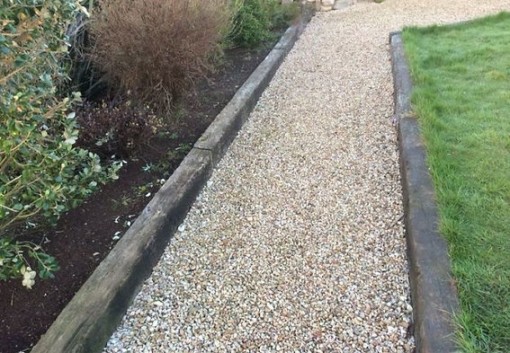 Oak-Sleepers-Kerb-Edging-walkway