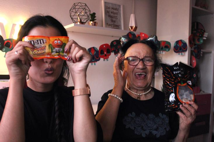 Experimentei snacks de Halloween com a minha avó