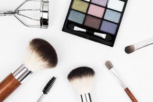 5 formas diferentes de limpar os pincéis de maquilhagem