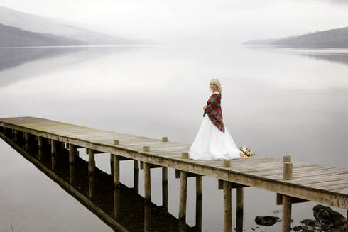 bride-tartan-shawl-scottish-highlands-we
