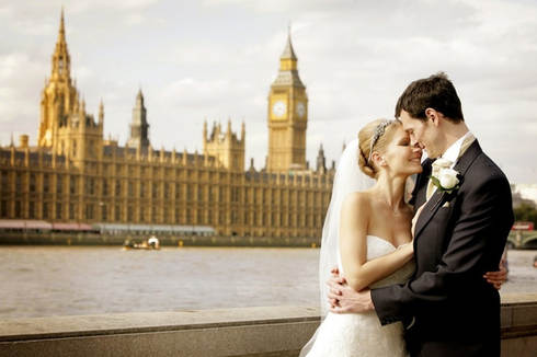 bride-and-groom-big-ben-london-wedding_I