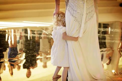 first-dance-mirror-floor-child-wedding_I