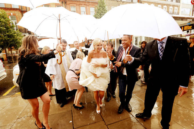 wet-wedding-arrival-at-church-london-wed