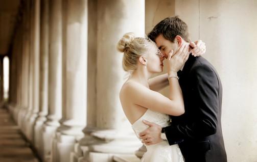pillars-wedding-couple-london-photograph