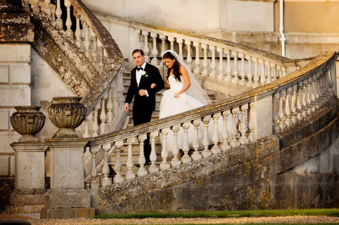 wrotham-wedding-couple-on curved-stairs-