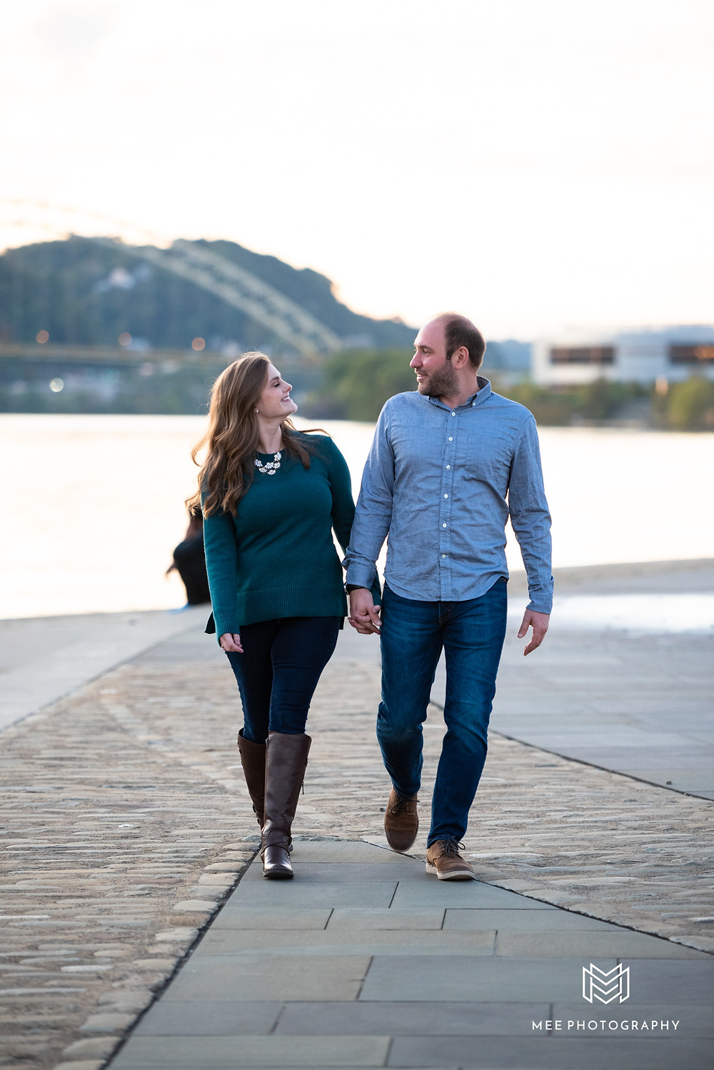 Point State Park engagement session ideas in Pittsburgh