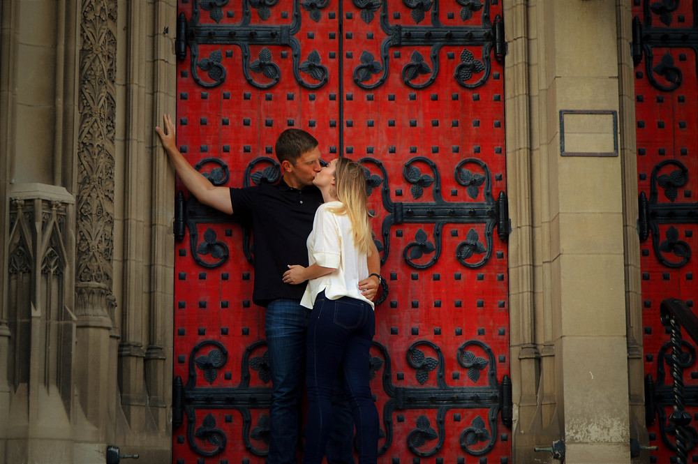 <alt>Couple kissing in front of church in Oakland, Pittsburgh, Pennsylvania</alt>