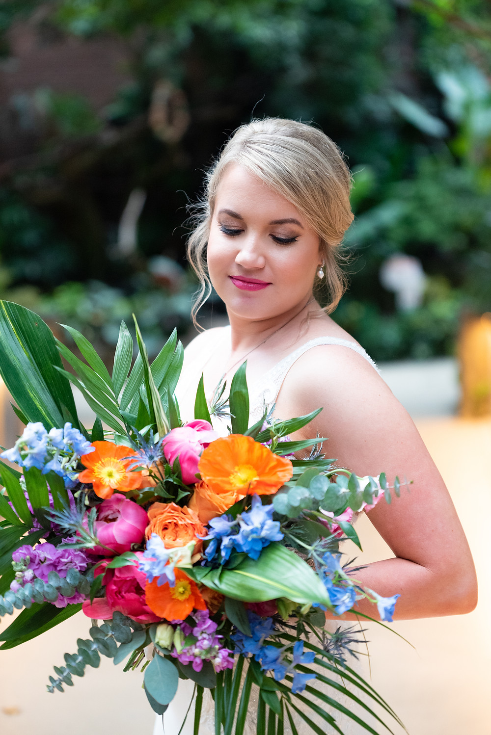 Bride portraits in the Rainforest room at the National Aviary