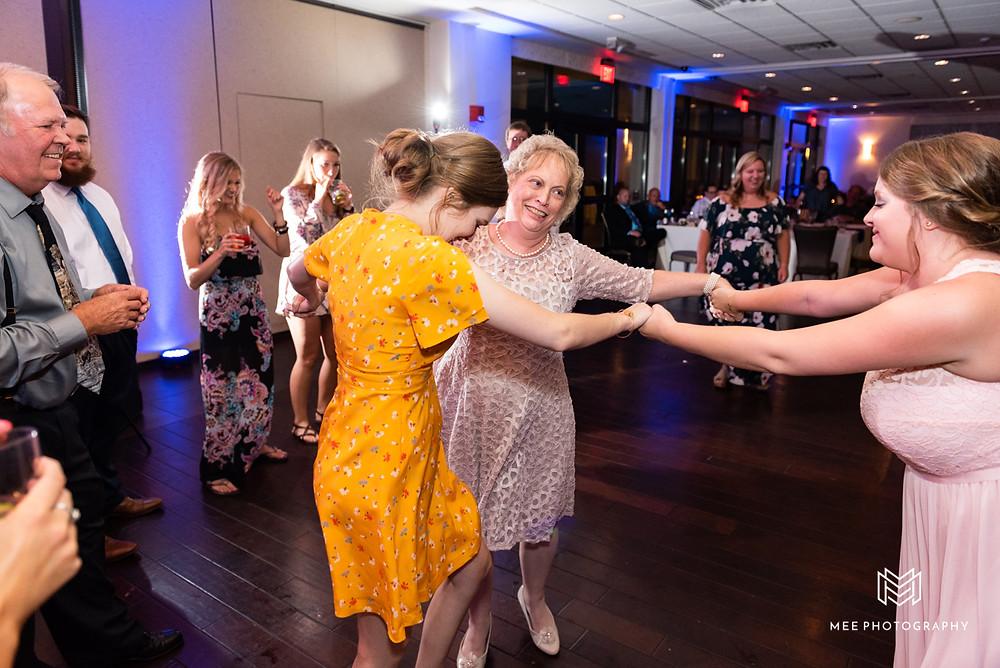 The Lake Club of Ohio wedding reception