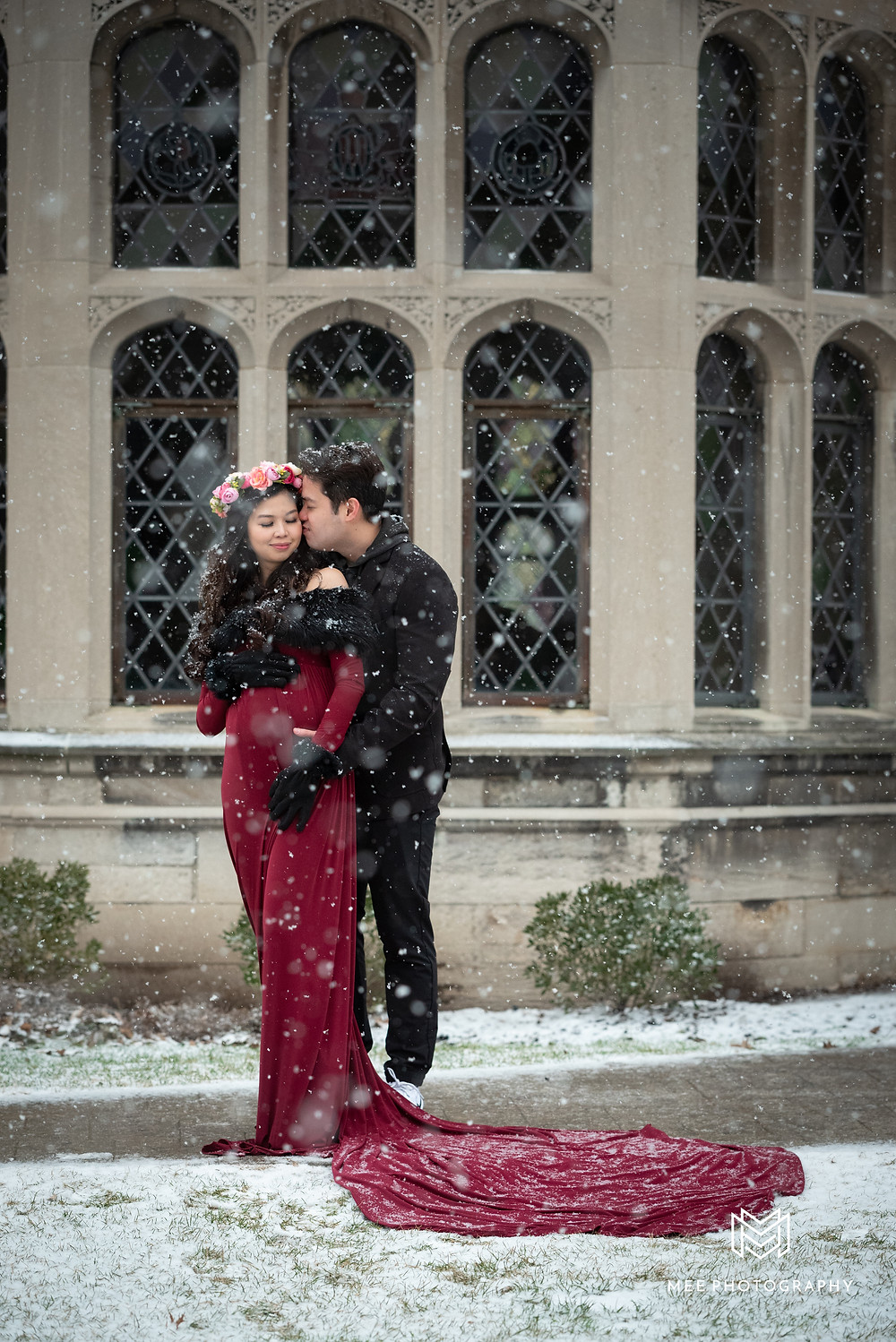 Hartwood Acres Mansion maternity photography in the snow