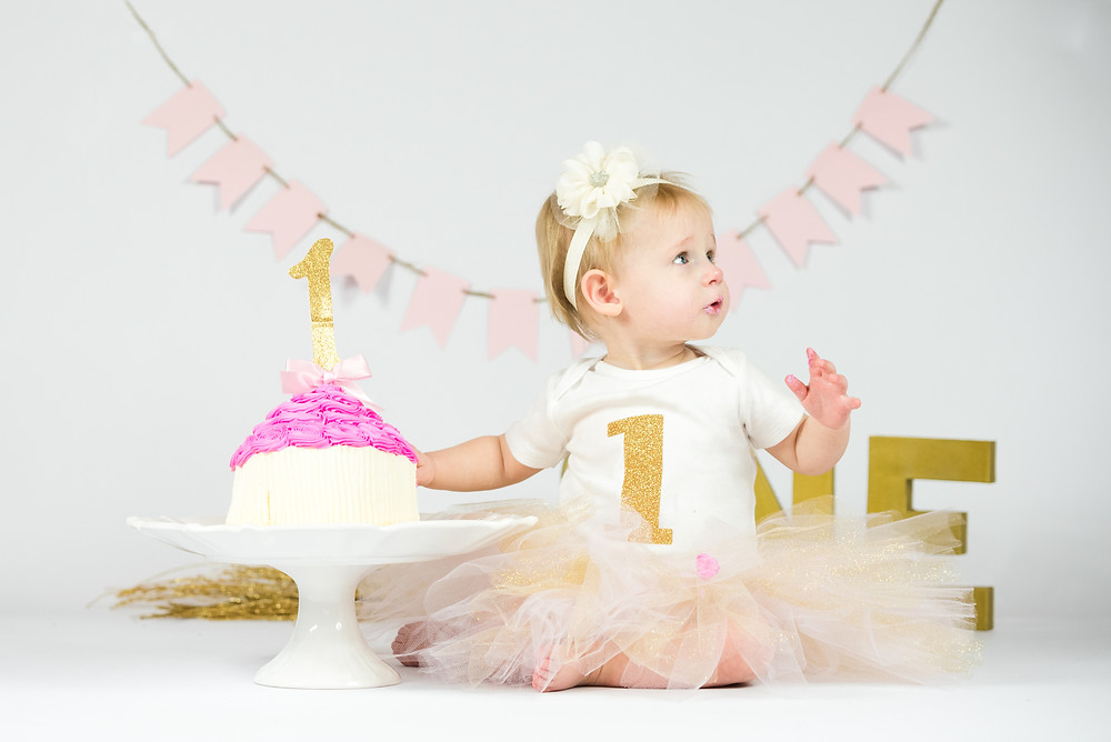First cake smash session. Photography in Pittsburgh, Pennsylvania.