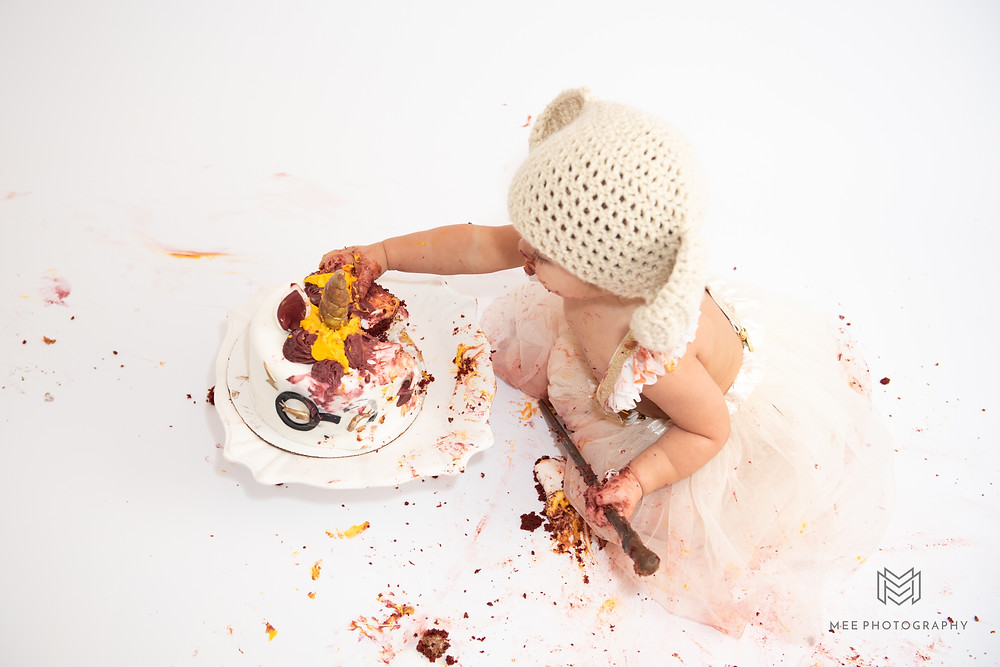 One year old girl covered in cake during her Harry Potter cake smash session near Pittsburgh