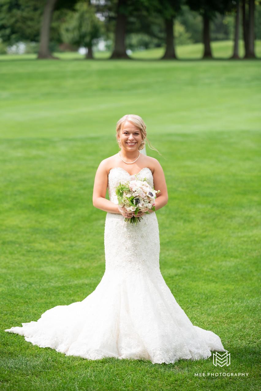 Bridal portrait at The Lake Club of Ohio
