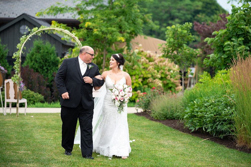 Dad walking his daughter down the aisle at the Beaver Station
