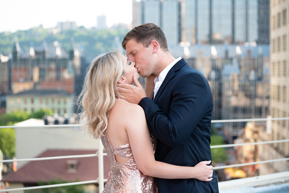 Couple kissing during their Pittsburgh engagement