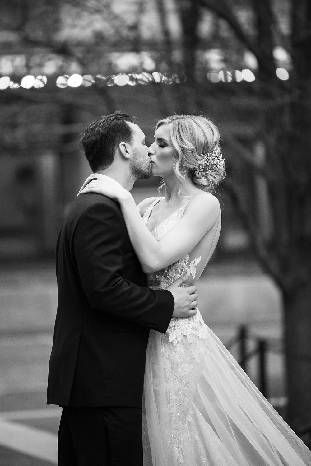 Bride and groom kissing in Mellon Square in Pittsburgh, PA