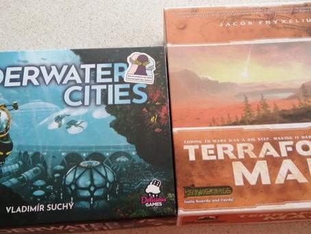 Underwater Cities vs. Terraforming Mars: worst components face-off
