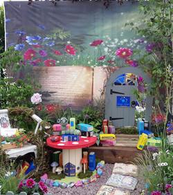 Bloom Postcard Garden