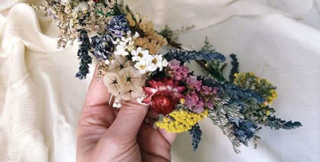 D R I E D floral crown