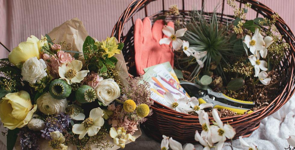 G A R D E N basket with bouquet
