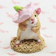 Hamster figurine with hat.jpg