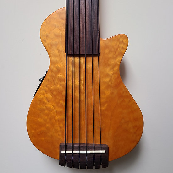 2001 Veillette Mark IV Fretless 6-string w/piezo