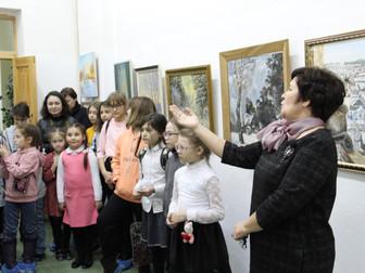 Выставка нефтекамских художников «Ёло-парад» в НКГ «Мирас»