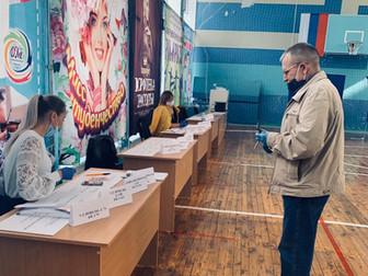 В Нефтекамске открылись избирательные участки,которые принимают первых голосующих