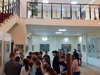 В Нефтекамской картинной галерее «Мирас» открылась выставка ретро-открыток   «Я поздравляю вас!»