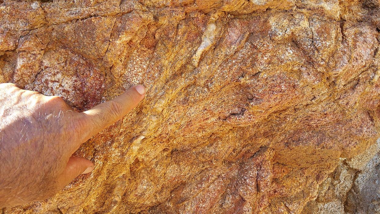Miranda-qtz Vein in Granite.jpg