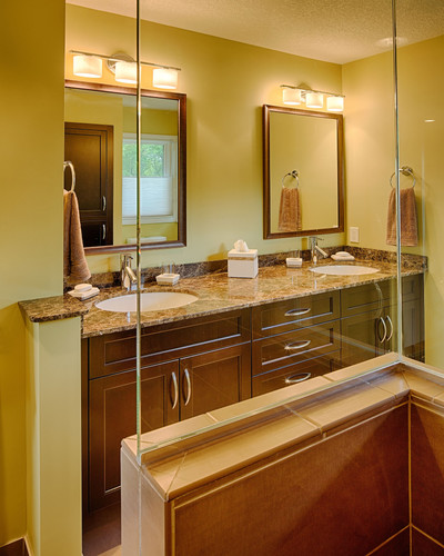 A blend of warm tones enlivens every inch of this beautiful bathroom