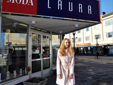 Muotitietoisen naisen palveleva suurmyymälä Moda Laura Varkaudessa Kauppakadulla.