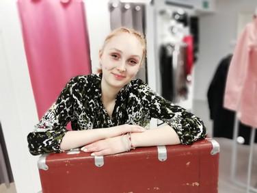 Moda Laura on aikaansa seuraavan muotitietoisen naisen muotiliike Varkauden keskustassa.