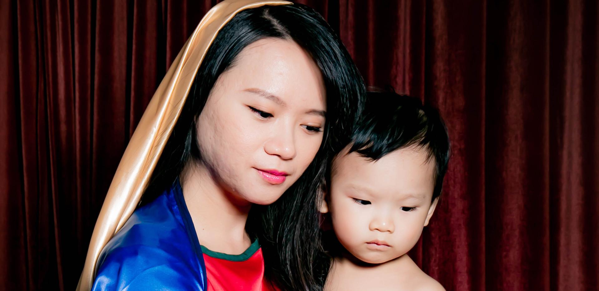 yichiao  21 century madonna and child 2.