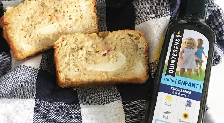 Cake salé thon, olives, tomates et chèvre en utilisant la précieuse huile Quintesens Enfant.